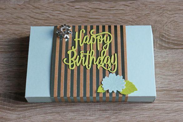 Verpackung mit Schriftzug Happy Birthday